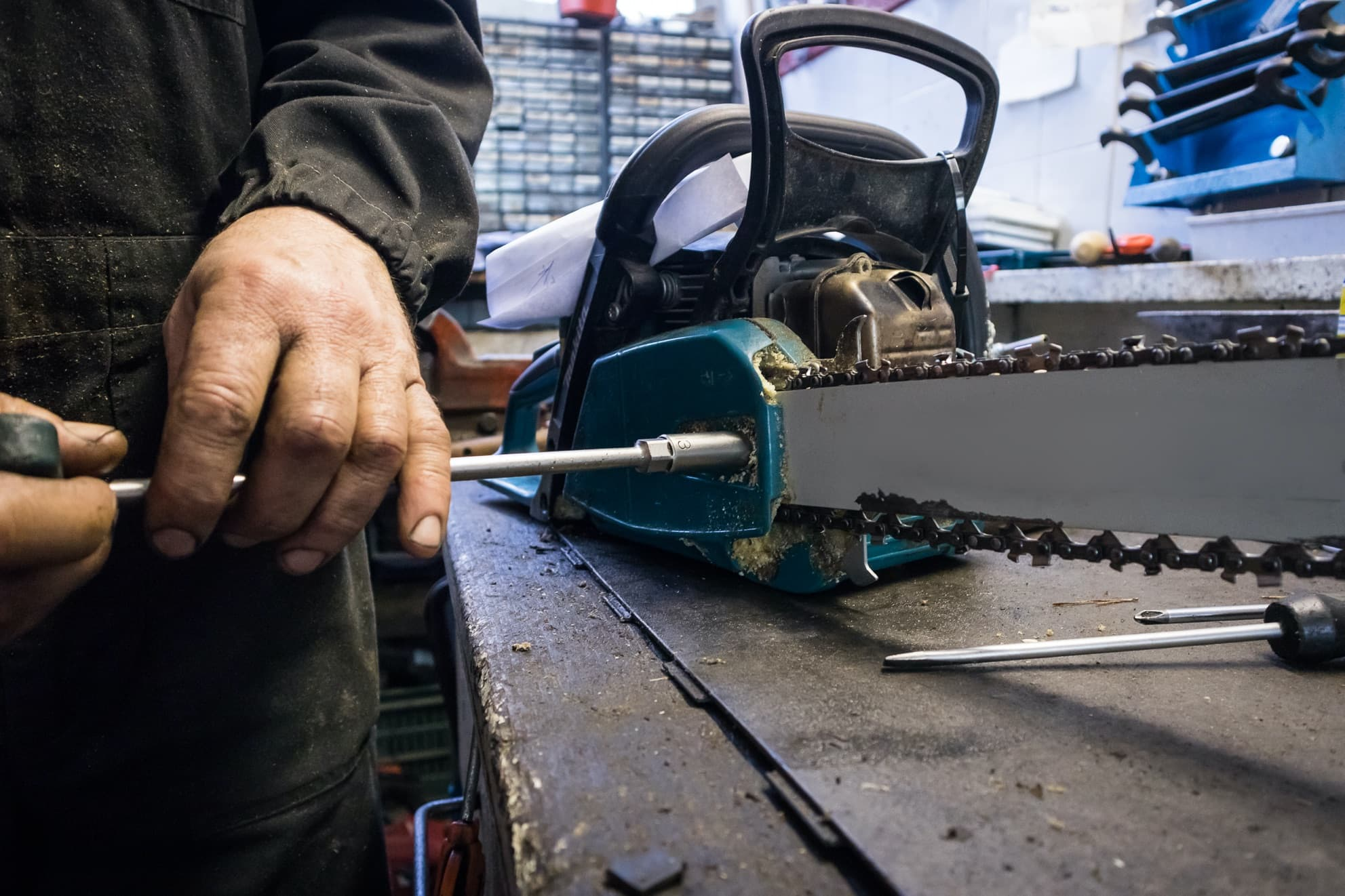 how to replace a chainsaw chain alone